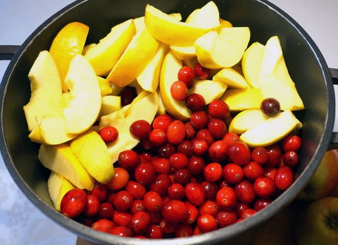 Отвар из клюквы и яблок при гастрите