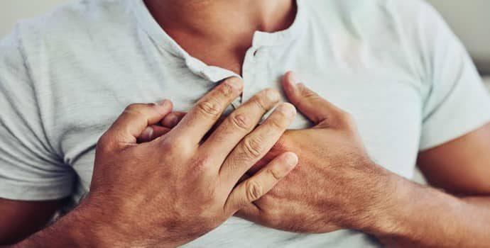 Причины возникновения боли в грудной клетке и изжога