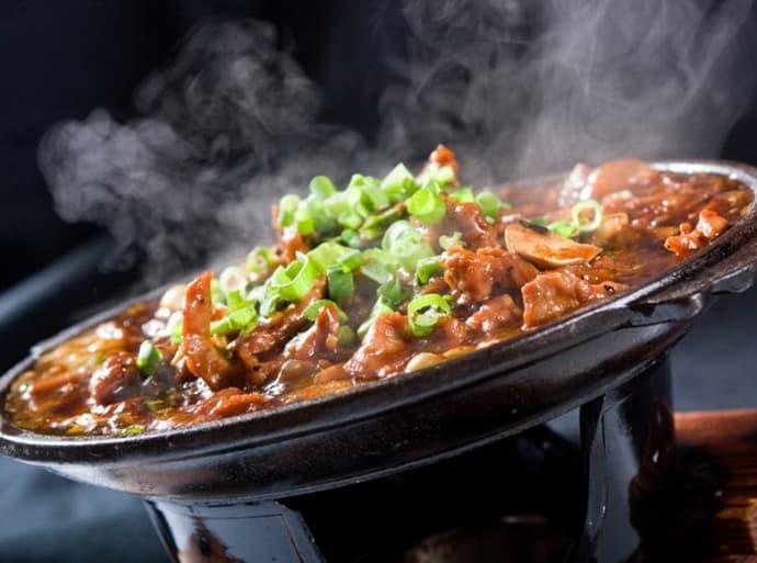 Горячая еда может вызвать изжогу