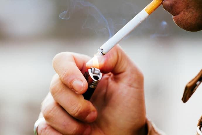 Курение вызывает изжогу