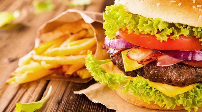 Вредное питание может вызвать боль при гастрите