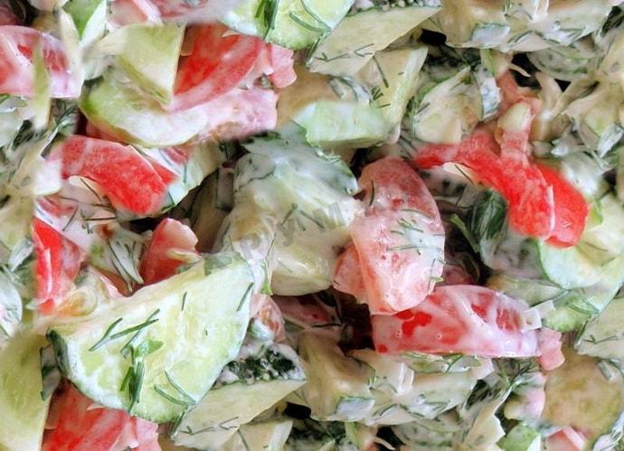 Салат со свежими овощами и кефиром