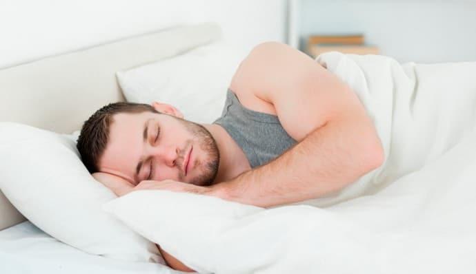 Может возникнуть изжога если спать на правом боку