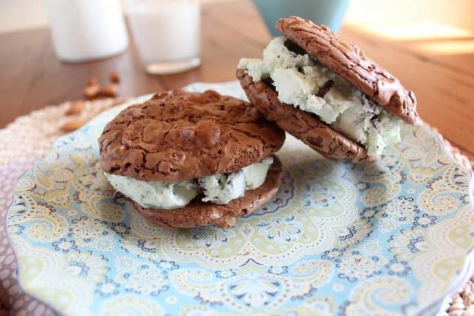 Печенье с мороженым при гастрите