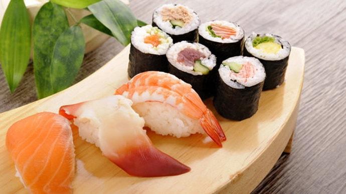 Можно ли при гастрите есть суши: обзор свойств японской кухни