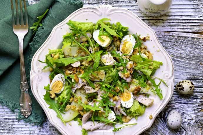 Салат с перепелиными яйцами при гастрите
