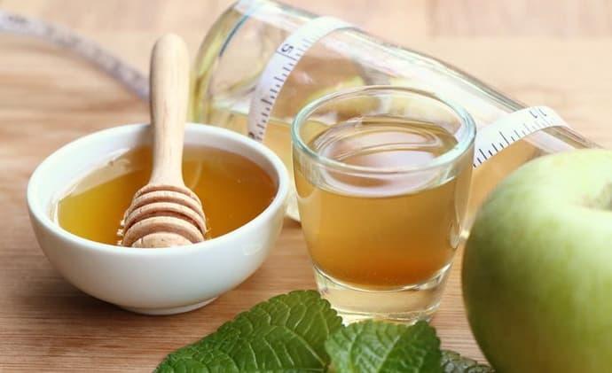 Яблочный сок с медом при колите
