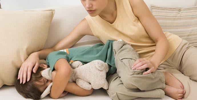 Колит: причины возникновения у ребенка, симптомы и лечение