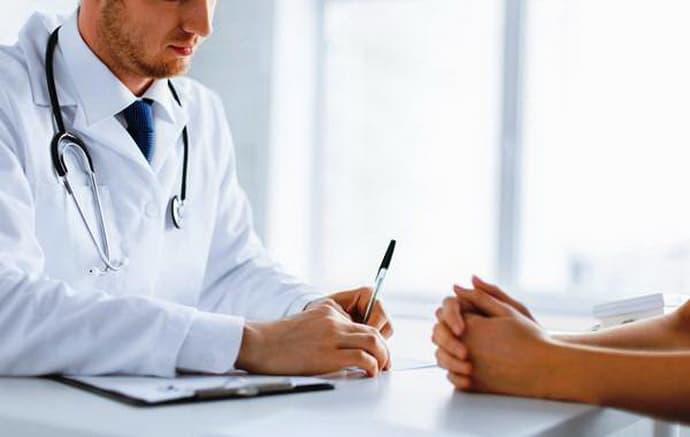 Консультация у врача при раке.